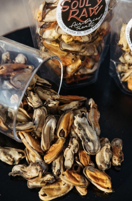 K9sOverCoffee | Air-dried green lipped mussels for dogs from Souly Raw